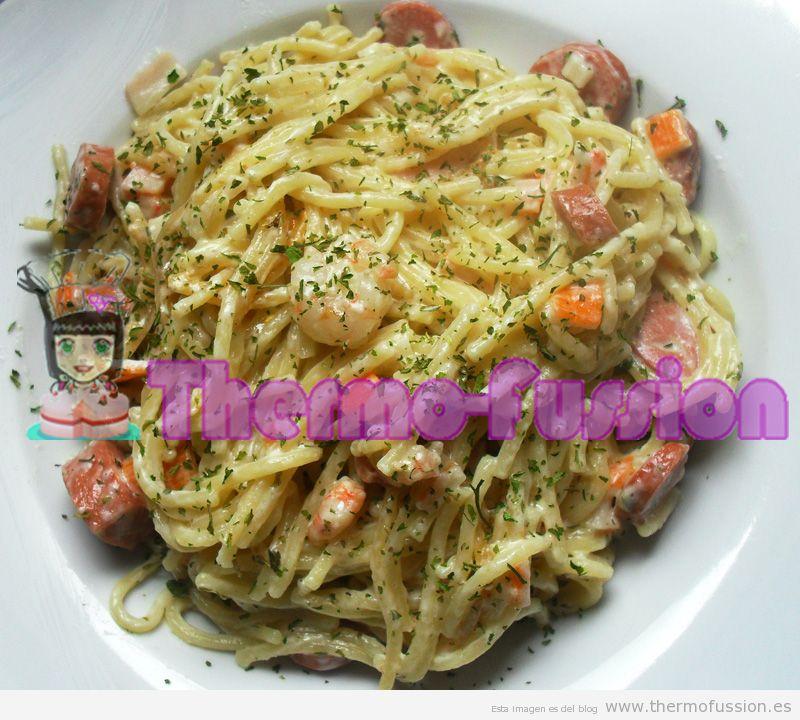 Espaguetis expres con gambas salchichas y palitos de cangrejo fussioncook thermo fussion cook - Espagueti con gambas y nata ...